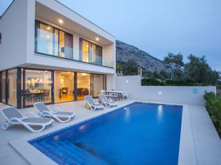 Newly built beautiful villa with private pool, Makarska