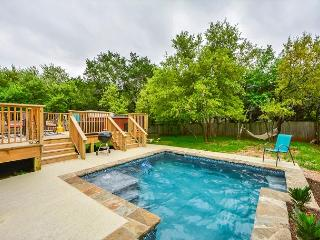 3BR/2.5BA Home Between Lake Austin and Lake Travis w/Pool &Hot Tub, Sleeps 14, Buffalo Gap