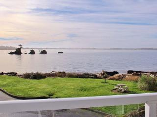 Waterfront Condo with Bay Views--Shopping, Restaurants & Beach Nearby, Lincoln City