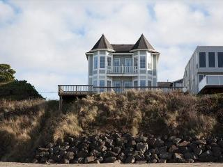 Oceanfront 5 Bed/5 Bath Roads End Victorian Beauty- SandeCastle