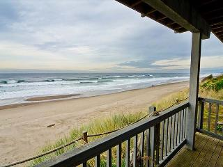 Spacious Oceanfront Elegance with Hot Tub and Private Beach Access!, Gleneden Beach