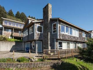 Roads End Ocean View Home with Hot Tub-Two Full Kitchens, Lincoln City