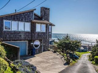 Roads End Ocean View Home with Hot Tub-Two Full Kitchens