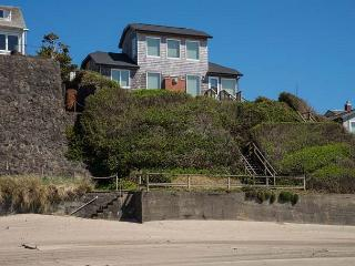 Enjoy this Oceanfront Beauty with Private Beach Access!, Lincoln City