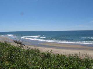 Accessible Oceanfront Home Near Beach Access in Roads End, Lincoln City