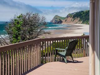Roads End Oceanfront Home w/Hot Tub, Lincoln City