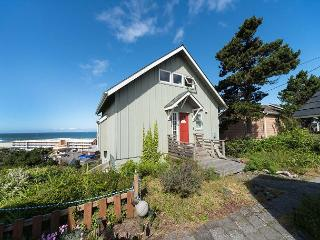 Relax and Enjoy the Ocean Views at Gull Cottage!, Lincoln City