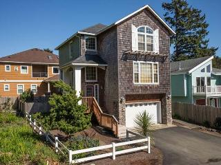 Beautiful Home w/ Hot Tub Close to Beach, Lincoln City