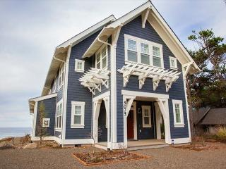 Magnificent Luxury in this Oceanfront Bella Beach Home w/ Ocean-View Hot Tub, Depoe Bay