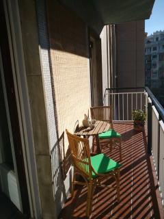 Balcón amplio y soleado.