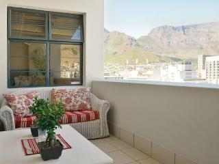Luxury 2 bed with Table Mountain mountain views