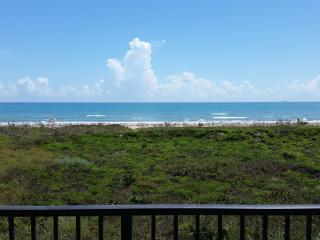Get some Vitamin SEA! 2/2 condo ON the BEACH, Ilha de South Padre