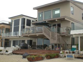Large Family Beach House-Sleeps 6-16 NO PETS