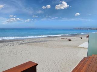 Modern New Beach Home Right on the Sand! Sleeps 9 - 093L