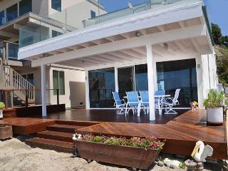 Modern Beach Condo on the Sand - Sleeps 6 to 12 (067L), Dana Point