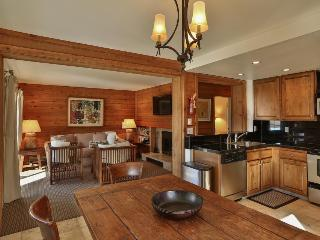 Newly-remodeled, with great views. Close to pool & hot tub!, Sun Valley