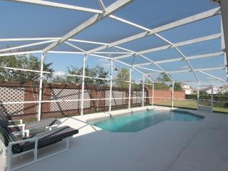Beautiful Home with Pool Near Disney and Golf, Kissimmee