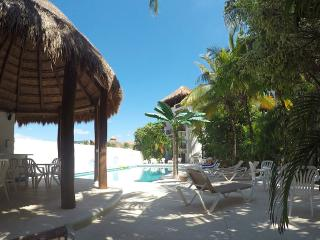 Cozy Condo streps away from the sea, Playa del Carmen