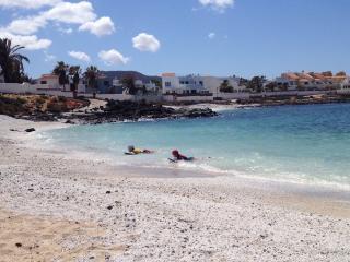Seaview villa - 5 bedrooms, pool, 2 mins to beach