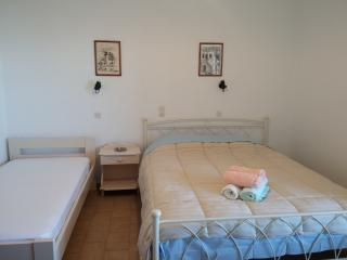 oasis studio for 3 persons, Logaras