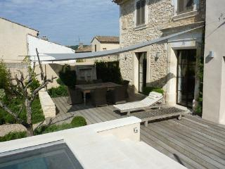 Charming Luberon 3 Bedroom Home with a Pool, Villa YNF HAM