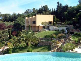 Luxury 6 Bedroom French Riviera Villa with a Hot Tub and Pool, YNF LGO, Beausoleil