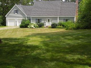 EASY BREEZES | BOOTHBAY MAINE | BARTERS ISLAND |SALT WATER RIVER | PRIVATE DOCK & FLOAT | SLEEPS SIX | PET FRIENDLY, Boothbay