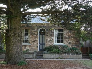 No1 William St - historic stone cottage, Port Fairy