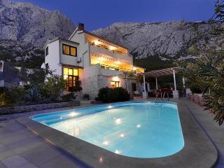Villa Vrcani **** with pool, Makarska