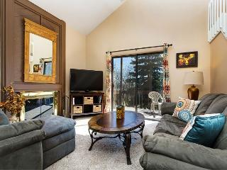 3BR Red Pines Alpine Condo, Great Location w/Onsite Pools, Hot Tubs, Park City