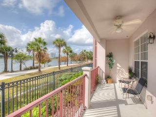 1st floor end unit with amazing lake view next to clubhouse, gym and pool., Orlando