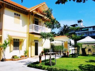'FAB Holiday Home', Bangkok