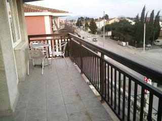 Studio Tadi for 2 with a balcony and WiFi, Kastel Kambelovac