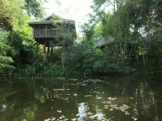 Baan Sammi Nature Resort — Khilek Pavilion: Wooden Lakeside Stilt-House, Doi Saket