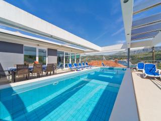 Swimming pool & terrace