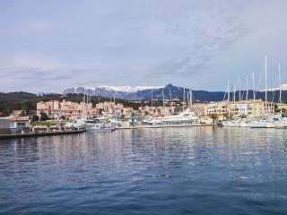 Enchanting house near the sea in Upper Corsica, with air con, garden and mountain views – sleeps 4, Solaro