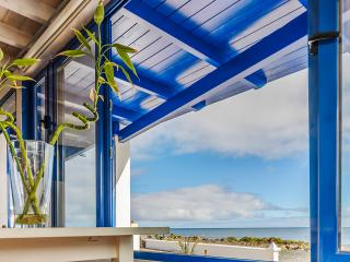 Stunning apartment near the beach in Punta Mujeres, Lanzarote, with terrace, sea view and WiFi