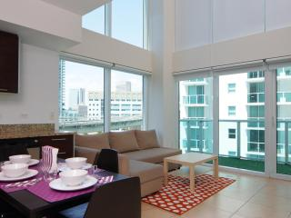 Sleek 2 Bedroom Loft with Riverfront Views in Brickell, Miami