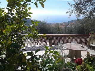Bellavista House ..mare,ulivi e relax, Pompeiana