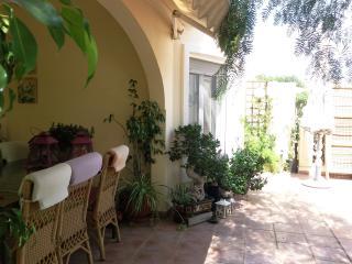 casa con jardin muy soleada y bien situada, Gata de Gorgos