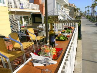 Oceanfront home with Jacuzzi, Bikes & BBQ!