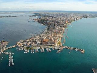 Sun & Sea apartment in city centre near waterfront, Taranto