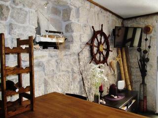 STELLA MARIS - Beautiful 500 years old stone house, Kastel Novi