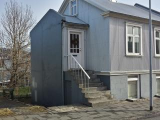 Live as locals apartments - ground floor, Reykjavik