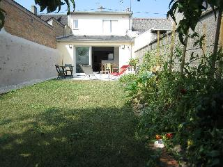 Town house renovated with garden, La Fleche