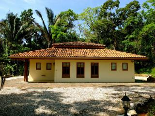 Casita Amarilla - jungle home + pool, Playa Samara