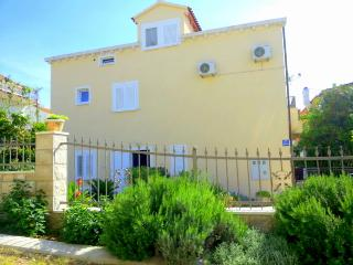 TWO FLOOR APARTMENT 5 MIN WALK FROM THE BEACH