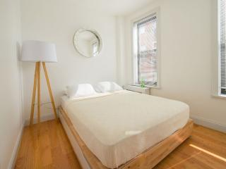 SoHo/Little Italy One-Bedroom Apartment, New York Mills