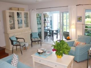 Bijou. 2 bed 2 story Grace Bay townhome