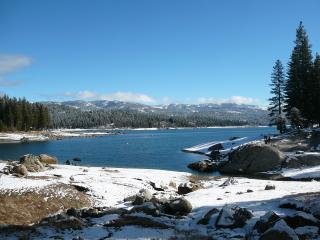 Family Cabin Sleeps 12 / 5 Bd 3 Ba 2200 sq f, Shaver Lake